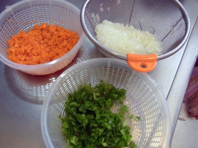 making-meat-sauce4
