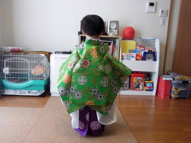 稚児衣装後ろから