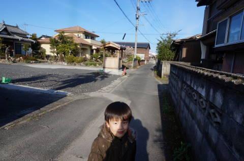 2015年、近所を散歩。路地を歩く。