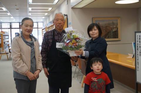 図書館副館長さんと記念撮影