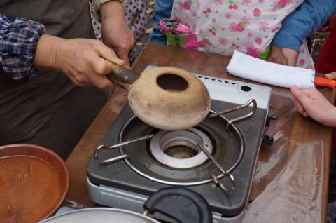 見たことのないゴマを炒る調理器具
