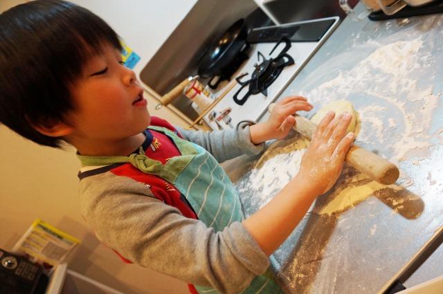 making-pizza-dough