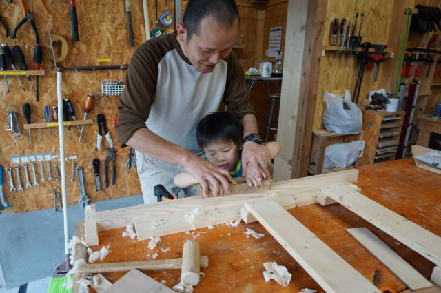 家族で作る子どものデスク~2.木材カットとカンナがけ