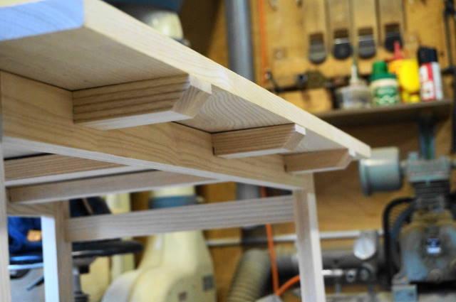 天板の反りを防ぐ桟